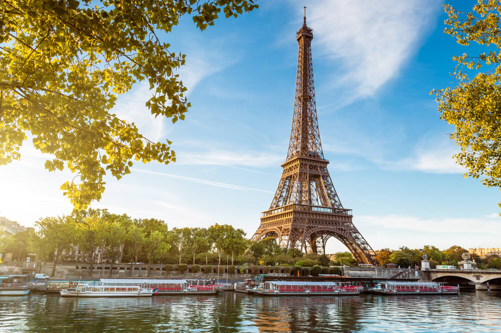 Paris guided tours, travel agent paris, MICE paris, planify, group travel planning, tour eiffel, Planify, Group Travel Itinerary Solution